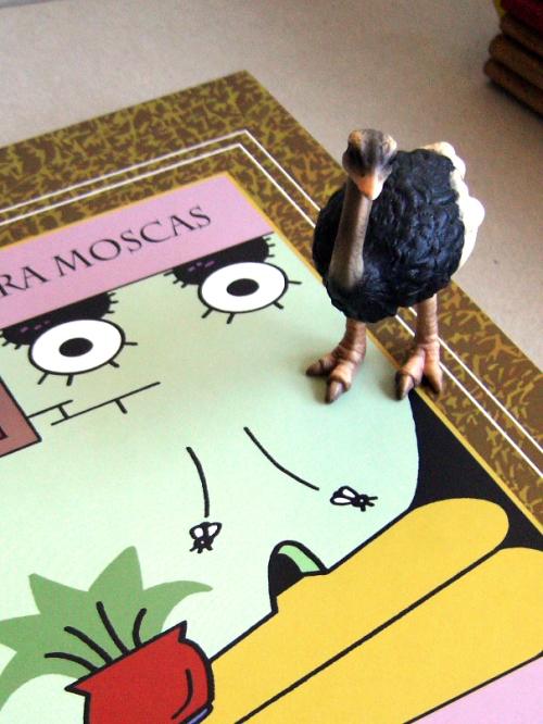 ...avestruz aventurándose en su lectura...
